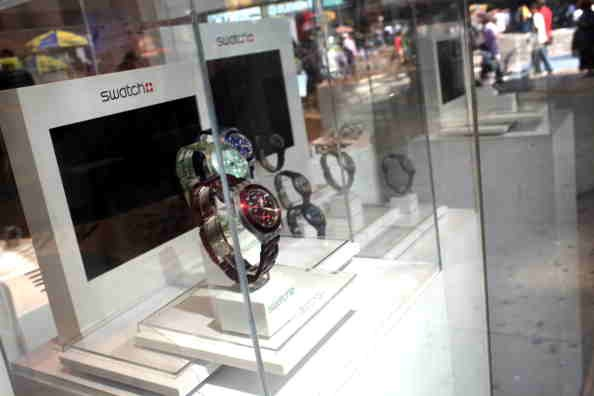 Swatch Partners with Visa, Allows Visa Cardholders to Pay with Swatch's New Pay-By-The-Wrist Watch
