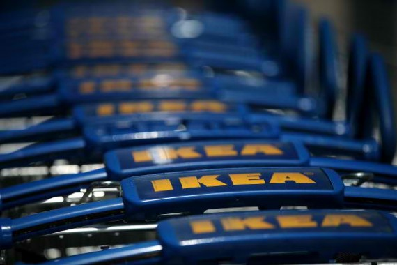 Furniture retailer Ikea is raising its minimum wage for US employee anew.